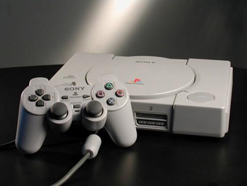 お前ら「初代PSのデザインはおしゃれ」「PS2のデザインはクール」←いうほどか?