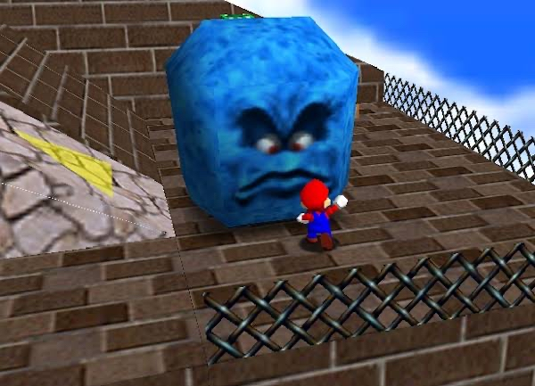 マリオの『ドッスン』って言われると青くて真四角のやつを思い浮かべるんだけど